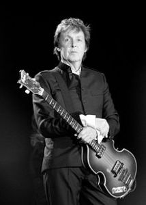 220px-Paul_McCartney_black_and_white_2010